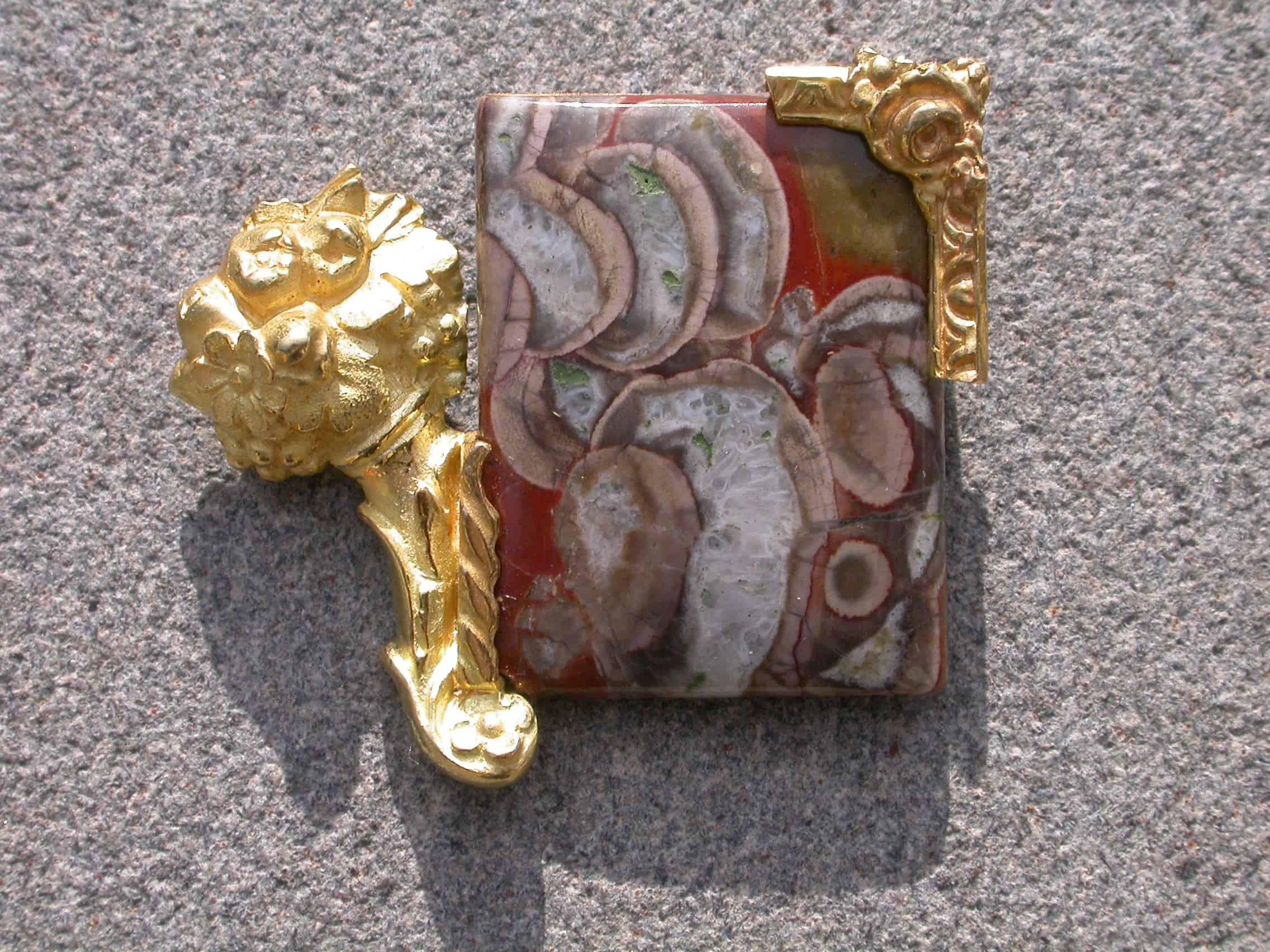 Unique brooch, agate, 18ct gold