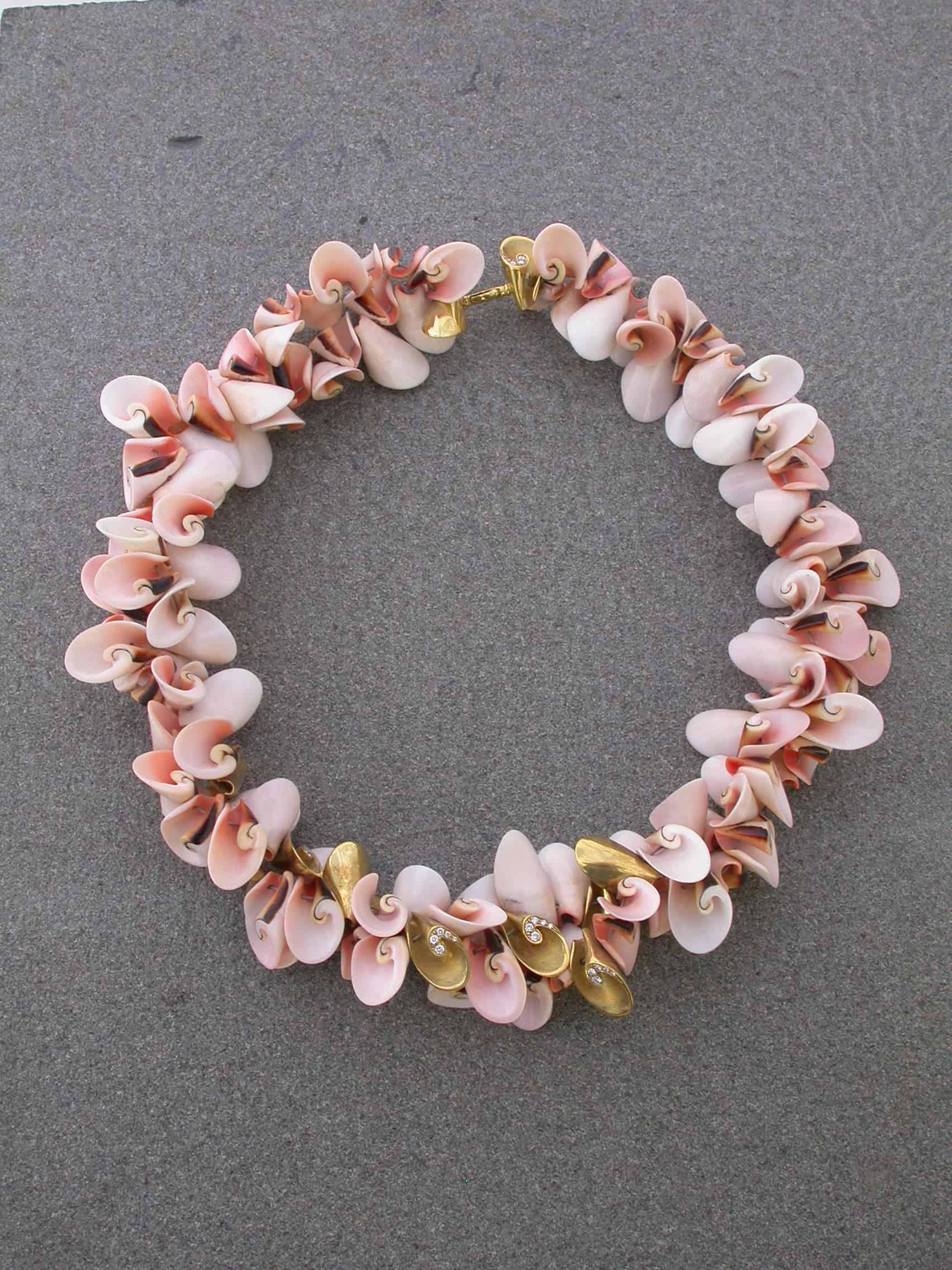 Unique-necklaces-shells-shells-diamonds-18k-gold-2