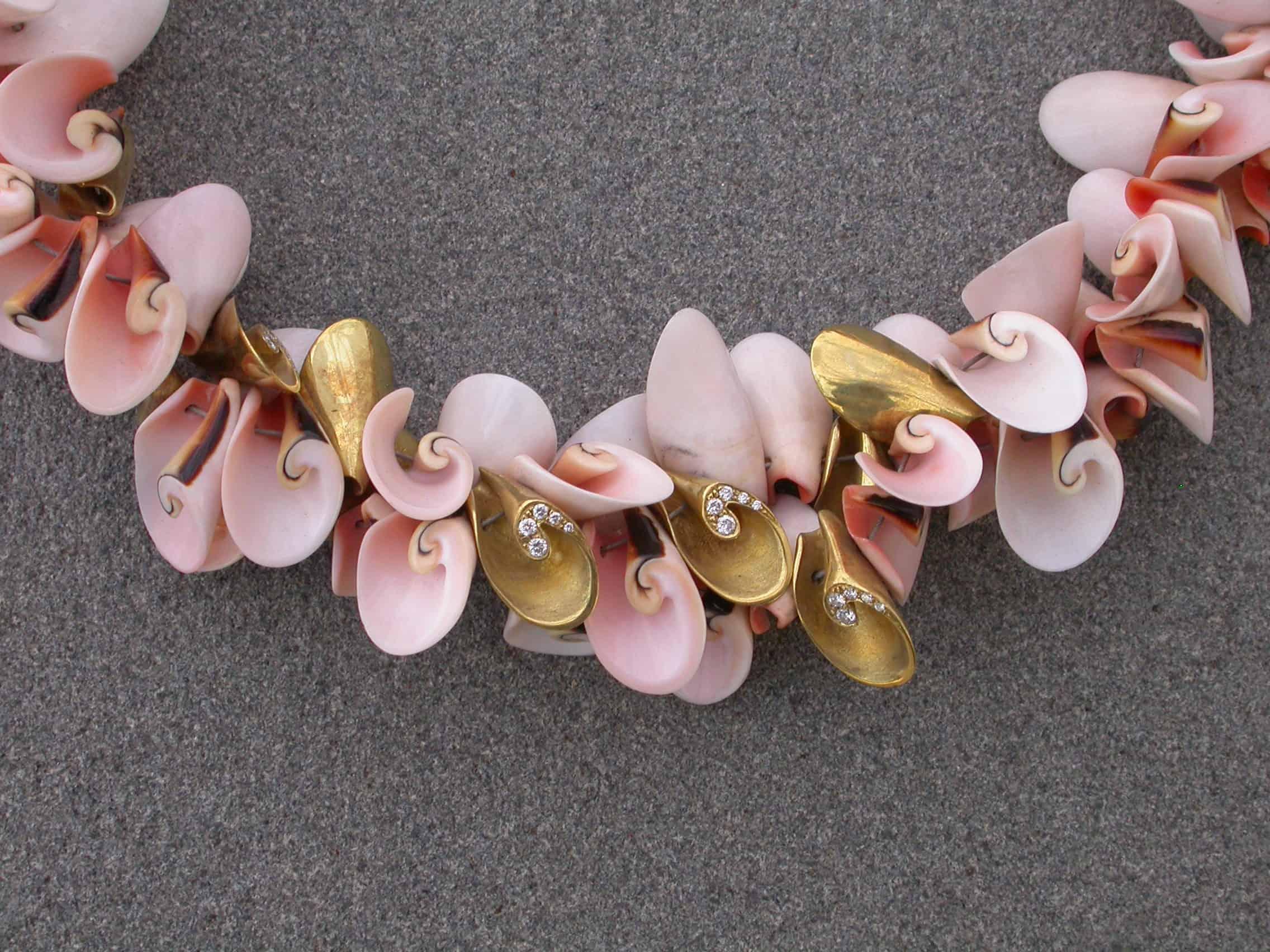 Unique-necklaces-shells-shells-diamonds-18k-gold