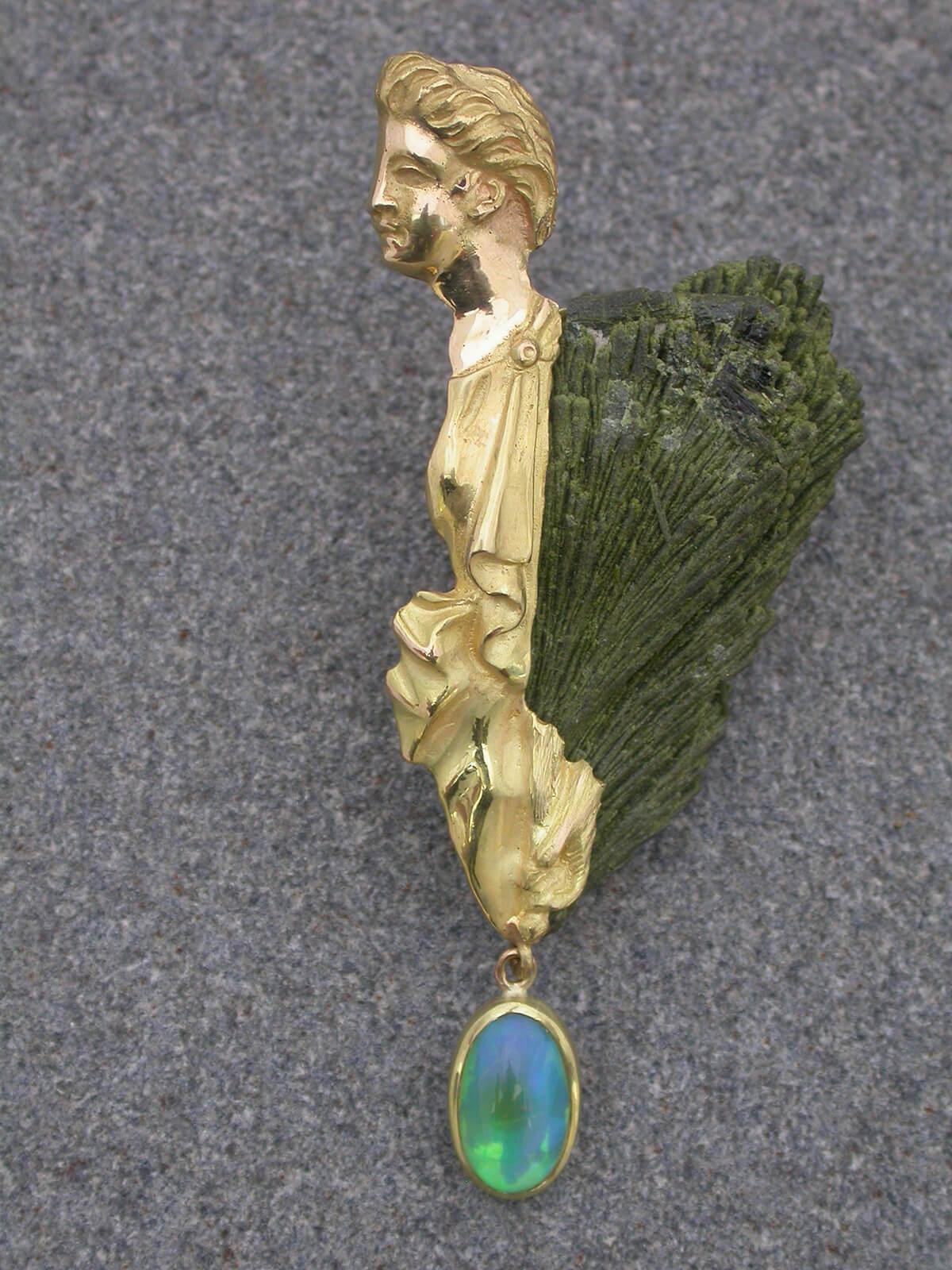 Lepotica-Prasen,-opal,-zlato--18ct